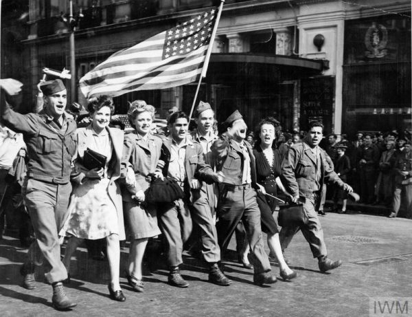 The VJ Celebrations in London 1945, displaying the Stars and Stripes