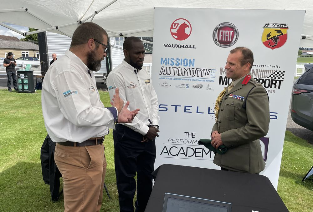 Brigadier Frasier speaks to Mission Automotive members at the Military to Business event